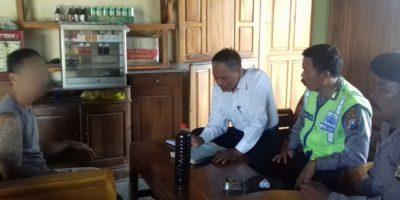Jajaran Polsek Ngambon Saat Melakukan Operasi Miras Di Salah Satu Warung milik Warga Ngambon